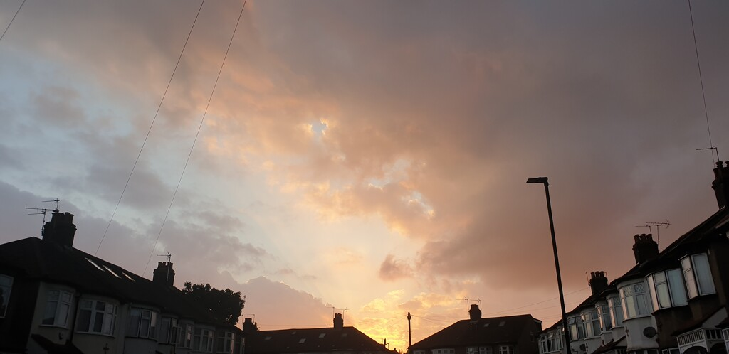 Sunset in Palmers Green by cmm1234