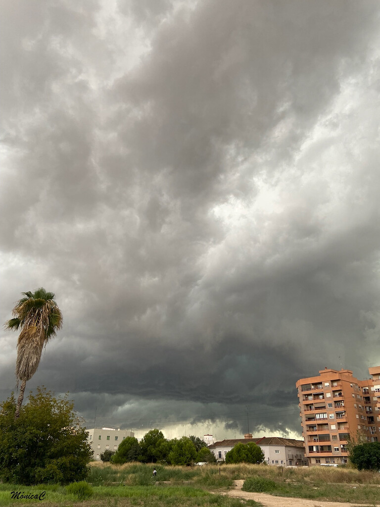 Stormy clouds by monicac