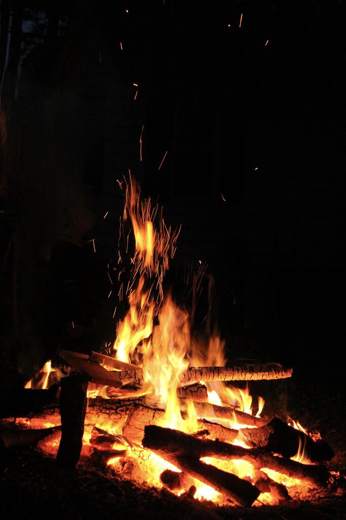 Bonfire by corinnec