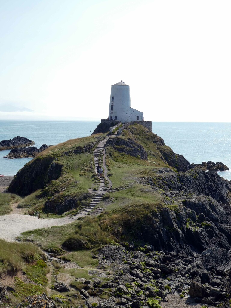 Llanddwyn Lighthouse by cmp