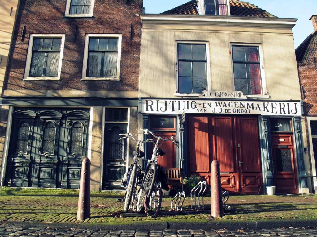 Oude Varkenmarkt by halkia