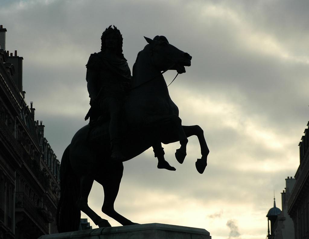 Louis XIV place des Victoires by parisouailleurs